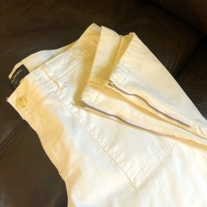 ⚫️ 3 for $30 • Banana Republic White Pants